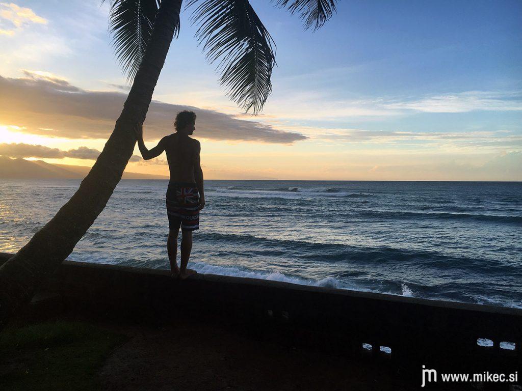 hookipa_beach_sunset